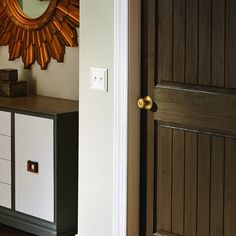 A more modern take on brass that still pairs beautifully with traditional ‪‎decor‬ and will not clash with existing brass, the Georgian Knob in Satin Brass makes it easy to update your ‪home‬ room by ‪room‬.