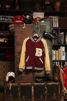 Daily Man Up Photos) - Suburban Men Ivy Style, Mode Style, American Football, Moda Zara, Ivy League Style, Football Boys, Baseball, Vintage School, Man Up