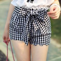 Buy 'Dabuwawa – Tie-Waist Scalloped-Hem Check Shorts' with Free International Shipping at YesStyle.com. Browse and shop for thousands of Asian fashion items from China and more!