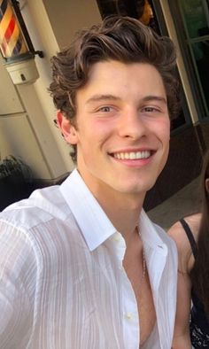 ridemebieber: ugh let me lick all that chest hair and worship your pecs daddy Shawn Mendes Imagines, Shawn Mendes Cute, Shawn Mendes Hair, Fangirl, Maxon Schreave, Shawn Mendas, Babe, Chon Mendes, Shawn Mendes Wallpaper