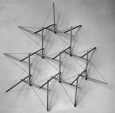 Snelson's 1961 model of tensegrity truss - Architecture XXI Structural Model, Floating Platform, Tensile Structures, Arch Model, Architecture Design, Architecture Models, Kinetic Architecture, Monuments, Design Model