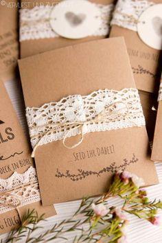 Vervliest und zugenäht: Hochzeitseinladung aus Kraftpapier {Freebie + Font Tips}
