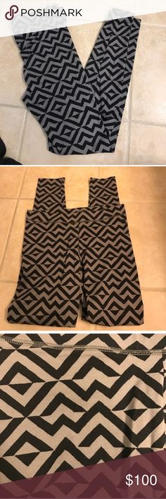NWT size M VS Pink grey and black zig zag leggings NWT size M VS Pink grey and black leggings PINK Victoria's Secret Pants Leggings
