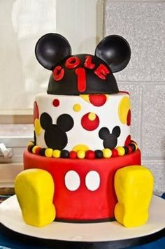 Mickey Mouse First Birthday...such a cool cake! Won't get this one but I sure do love it.