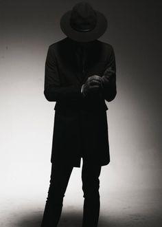 Stranger. Dark. Mysterious. Black Suits, Black Men, Black And White, Dark Fashion, Mens Fashion, Venus And Mars, Types Of Hats, Men Formal, Sharp Dressed Man