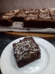 Αφράτο και λαχταριστό Κέικ βραστό στην κατσαρόλα Desserts, Food, Tailgate Desserts, Deserts, Essen, Postres, Meals, Dessert, Yemek