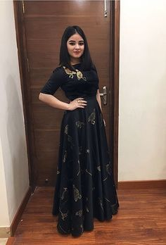 Best Trendy Outfits Part 15 Indian Dress Up, Party Wear Indian Dresses, Designer Party Wear Dresses, Pakistani Dresses Casual, Indian Gowns Dresses, Kurti Designs Party Wear, Indian Wedding Outfits, Indian Designer Outfits, Indian Outfits
