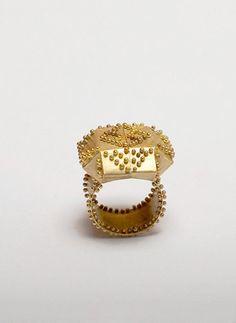 rings / Beate Klockmann - Noppenring: Gold. 2005