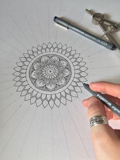 Mandala drawing by Zentangle, Doodle Patterns, Mandala Drawing, Pencil Art Drawings, Colouring Pages, Mandala Design, Doodle Art, Drawing Ideas, Embroidery Stitches