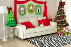 A Christmas Grinchmas Party on http://frogprincepaperie.com #grinch #christmas #party