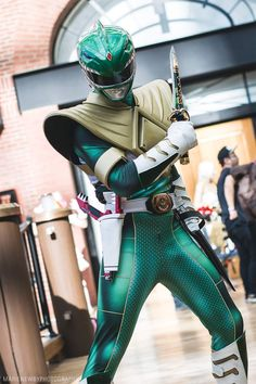 This suit is amazing. Power Rangers Cosplay, Power Rangers Ninja, Go Go Power Rangers, Mighty Morphin Power Rangers, Power Rangers Tattoo, Green Power Ranger, Tommy Oliver, Power Rangers Megaforce, Power Rengers