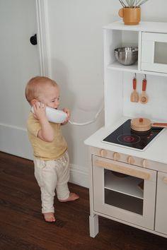 Ikea Play Kitchen, Diy Kitchen Decor, Wooden Kitchen, Kitchen Hacks, Kitchen Modern, Furniture Dolly, Kids Furniture, Plywood Furniture, Bedroom Furniture