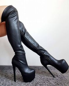Jebu crnci u guzu Sexy High Heels, Thigh High Boots Heels, Black Heels, Heeled Boots, Hot Shoes, Shoes Heels, Heels Outfits, Unique Shoes, Sexy Boots