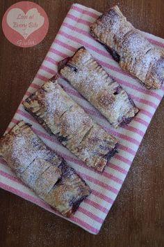 Brioche con frutti di bosco - Handheld Blueberry pies | Loveateverybite