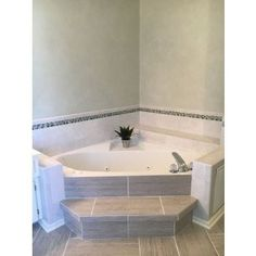 Totally Adorable Garden Tub Decorating Ideas - A new tub can sometimes be all a bathroom needs to completely change the look and the feel. The most sought after tubs are the garden tubs and Jacuzzi. Diy Bathtub, Bathtub Remodel, Bathroom Spa, Shower Remodel, Corner Bathtub, Modern Bathroom, Bathroom Ideas, Bathtub Tile, Small Bathrooms