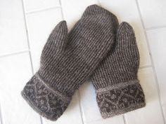 Twined Mittens - Grey These are mittens in the traditional way. The yarn is z-plied wool from Kampes. I used grey as it is traditional. Crochet Mittens, Mittens Pattern, Knitted Gloves, Knit Crochet, Knitting Accessories, Winter Accessories, Wrist Warmers, Hand Warmers, Knitting Yarn
