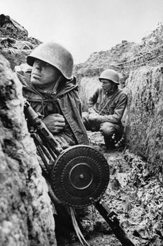 Siege of Leningrad: Soviet troops in a trench in Leningrad, Russia, 1 Sep 1941; note DP machine gun.