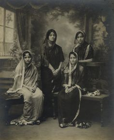 A Group of Royal Women, Including Chandrawati Holkar of Indore, her daughter Manorama Raje and Indira Devi of Cooch Behar. Rare Photos, Vintage Photographs, Old Photos, Vintage Photos, Indian Photography, Photography Women, Victorian Photography, Fashion Photography, Historical Women