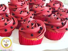 The video consists of 23 Christmas craft ideas. Ladybug Party Foods, Ladybug Cakes, Ladybug Cake Pops, 6th Birthday Parties, 1st Birthday Girls, Frozen Birthday, Festa Lady Bag, Miraculous Ladybug Party, Ladybug 1st Birthdays