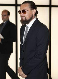 Com visual barbudo, Leonardo DiCaprio não perdeu a festa Foto: Luca Bruno / AP