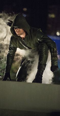 Stephen Amell as Oliver Queen in Arrow 3x01 The Calm