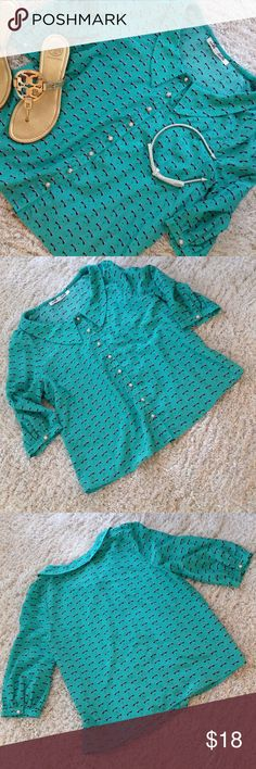 "🎉HOST PICK🎉Francesca's 3/4 Sleeve Blouse Francesca's Blouse. Green with Bow Pattern. 3/4 Sleeve. Gold/Pearl Buttons. Size M.🎉HP🎉""Easy Breezy Style Party""6/30/17 Francesca's Collections Tops Blouses"
