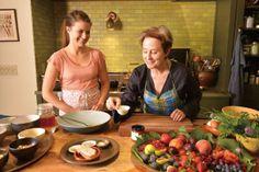 至福の時間を与えてくれるグラノーラとフルーツコンポートを作る|話題のテレビ番組の料理本が登場 『アリスのオーガニックレシピ』|CREA WEB(クレア ウェブ)