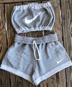 Shorts Nike Crop Tops Gray Set Tube Top Jumpsuit Top White Two Piece Athletic Ni Clothes Cute Lazy Outfits, Sporty Outfits, Teen Fashion Outfits, Swag Outfits, Crop Top Outfits, Trendy Outfits, Summer Outfits, Cute Nike Outfits, Fashion Women