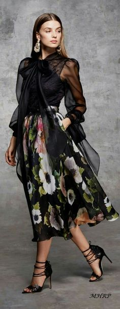 New Dress Nigth Classy Outfit 29 Ideas Trend Fashion, Floral Fashion, Fashion 2018, Runway Fashion, Autumn Fashion, Fashion Looks, Womens Fashion, Fashion Design, Classy Fashion