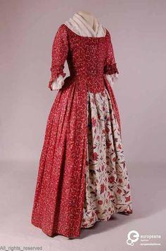 Japon, robe anglaise (zonder onderrok), vierkante lage hals, mouw tot elleboog…