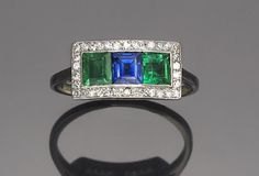 An art deco sapphire, emerald and diamond ring, Drayson, circa 1925  signed Drayson; mounted in eighteen karat white gold