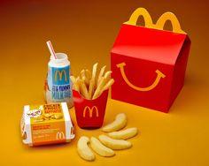 McDonalds, la più famosa catena tra i fast food nasce nel 1984. Offre soluzioni per qualsiasi età. Nel 1979   nasconi gli Happy meal menu, pensati per i più piccoli. Happy Meal è un box che contiene un pasto e un gioco, grazie alle dimensioni è comodo da trasportare.
