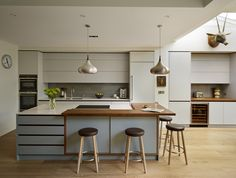 Roundhouse kitchen/living spaces - Contemporary - Kitchen - london - by Roundhouse Kitchen Island With Seating, Kitchen Benches, Wooden Kitchen, Kitchen Islands, Island Bench, Square Island Kitchen, Modern Kitchens With Islands, Island Table, Kitchen Cabinet Design