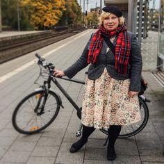 Miss Kittenheel #ootd Back to The #Office #autumn #fall #curvy #plussize #40plusfabulous #40plus #ü40 #tweed #boden #lindyboplove #lindybopladies #vintage #retro #bike #bicycle #noveltyprint #tartan #50s #hat #cap #fascinator @lindy_bop @boden_clothing @40plusfabulous