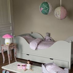 Le lit Baladin, en pin, d\'AMPM La Redoute, équipé d\'un grand tiroir qui peut servir de lit d\'appoint ou de rangement.