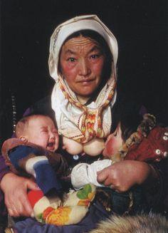 maternage proximal avec ma Bambina: l'allaitement long, la comparaison de deux cultures differentes