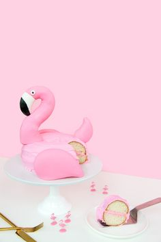 DIY Flamingo Pool Float Cake