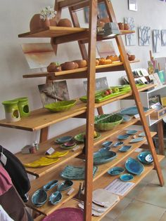 Visual merchandising tips tricks make your craft show for How to make display shelves for craft show