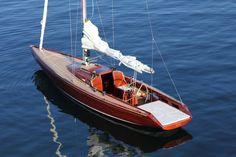 Segel- und Sonnenbadeboot in gängigen 10,50 m mit ganzen 1,40 m Tiefgang für schöne Stunden allein oder zu zweit. © Bootswerft Glas