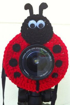 PFLENSHOODD Crochet Red Lady Bug Lens Buddy Hood Cover This lens hood is the perfect distraction to getting kids to smile! It fits over lenses to block your camera body for those shy models. One size fits all lens Crochet Crafts, Crochet Yarn, Crochet Projects, Yarn Projects, Chrochet, Quick Crochet, Love Crochet, Crochet Camera, American Girl Crochet