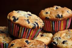 Muffins cu afine si portocale Muffins, Just Desserts, Cheesecake, Cupcakes, Sweets, Mai, Breakfast, Canning, Morning Coffee