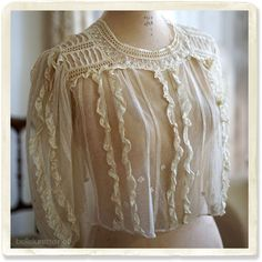 フランス、イギリスなど西洋アンティーク、ヴィンテージを取り扱うアンティークショップです。ヴィクトリアン、レース、リネン、ドレス、ワンピース、ブラウスなどを販売いたします。 Retro Outfits, Vintage Outfits, Vintage Fashion, Antique Clothing, Historical Clothing, Antique Lace, Mode Inspiration, Vintage Shirts, Beautiful Outfits