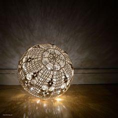 Ljusboll - stunning Swedish lampshade crochet pattern by Litevirkning se Crochet Fairy, Crochet Ball, Crochet Rope, Crochet Chart, Cute Crochet, Crochet Doilies, Crochet Patterns, Lampe Crochet, Crochet Snowflakes