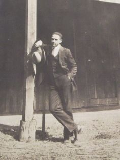 Here is a nice original 1920's photo of a young well dressed african american man leaning against a barn pos http://www.ebay.com/itm/Vintage-1920s-PHOTO-YOUNG-AFRICAN-AMERICAN-MAN-STANDING-AGAINST-BARN-POST-/281240104566