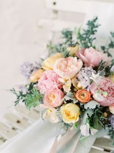 watercolor wedding bouquet | Photography: Emily March Photography