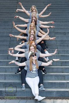 JGA Fotoshooting, Hamburg, Hafencity, Junggesellinnenabschied – Best Women Fashion images in 2019 Friend Poses Photography, Indian Wedding Photography Poses, Group Photography, Graduation Photography, Creative Photography, Group Picture Poses, Girl Photo Poses, Photo Shoot, Friends Group Photo