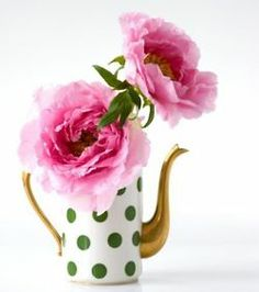 inspiration - green / white polka dot paper for the tiers, gold vases, pink flowers