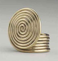 Alexander Calder Spiral Ring, brass wire 1 x 1 x 1 in. Modern Jewelry, Metal Jewelry, Contemporary Jewellery, Jewelry Art, Jewelry Rings, Vintage Jewelry, Jewelry Design, Unique Jewelry, Alexander Calder