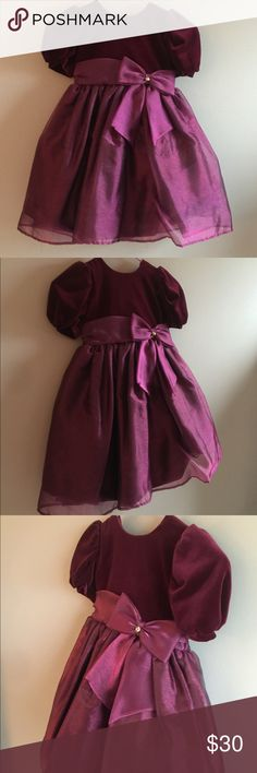 Sylvia Whyte girls formal tulle & velvet dress sz4 Sylvia Whyte little girls formal tulle & velvet dress, size 4, burgundy. Absolutely adorable and in perfect condition. Worn once for Christmas pictures. Perfect for upcoming holidays. Sylvia Whyte Dresses Formal