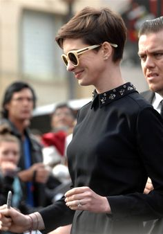 Anne Hathaway - Embellished collar and sunglasses Audrey Hepburn Hair, Pixie Hairstyles, Haircuts, Hair Reference, Anne Hathaway, About Hair, Cut And Style, Hair Inspo, Short Hair Cuts